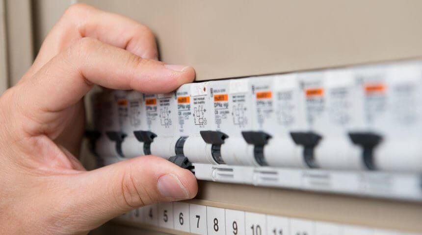 Jak unikać przeciążeń w instalacji elektrycznej?